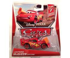 Disney Pixar Cars 2 LIGHTNING MCQUEEN with CONE - Voiture Miniature Echelle 1:55