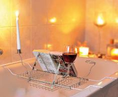 Infactory Plateau corbeille pour baignoire, avec support de livre, porte-verres et bougeoirs