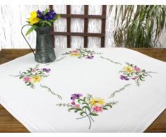 Kamaca Kit de broderie, magnifique napperon « fleurs – feu d'artifice » avec magnifiques fleurs jaunes, violettes et roses, motif à broder au point de tige et passé plat, 100 % coton, grande qualité, prêt à broder, 80 cm x 80 cm